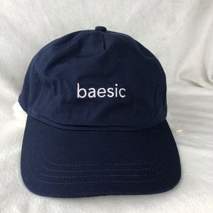Baesic embroidered graphic base ball hat. Navy